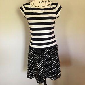 Outback Red short sleeve dress. Black & White